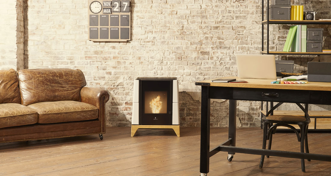 Aria silent natural convection pellet stove